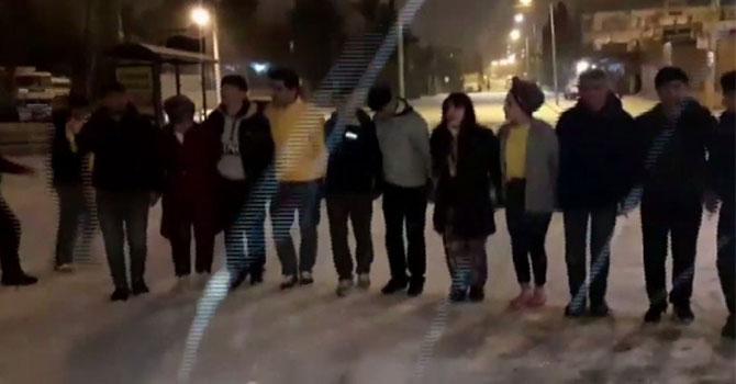 Siverek'liler kar yağışını halay çekerek karşıladı