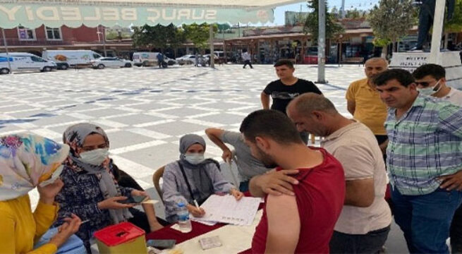 Suruç'ta Covid-19 aşı uygulama merkezi standı açıldı