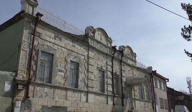 Tarihi binalar yok oluyor