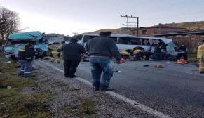 O şehirde trafik kazası, çok sayıda ölü ve yaralı var
