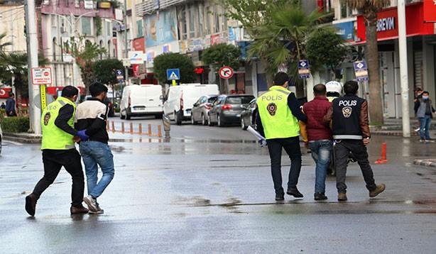 'Yaşasın Özgürlük' diye sokağa çıktılar , ceza aldılar