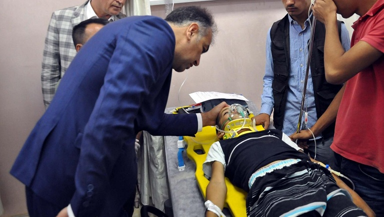 Vali Çağatay kazada yaralananları hastanede ziyaret etti