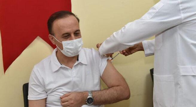 Üçüncü doz aşısını olan Vali Erin, aşı çağrısını yeniledi