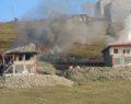 Yıkım kararını protesto etmek için evlerini yaktılar