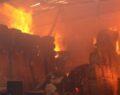 Şanlıurfa'da fabrikadaki yangın hala söndürülemedi