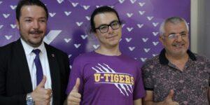 Yüzde 60 görme engelli Halid YKS'de Türkiye birincisi oldu