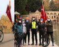 Türk bayraklı bisikletiyle Balıklıgöl'ü gezdi
