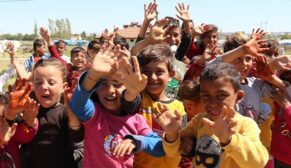 Tarım işçisi çocukların Ramazan Bayramı sevinci