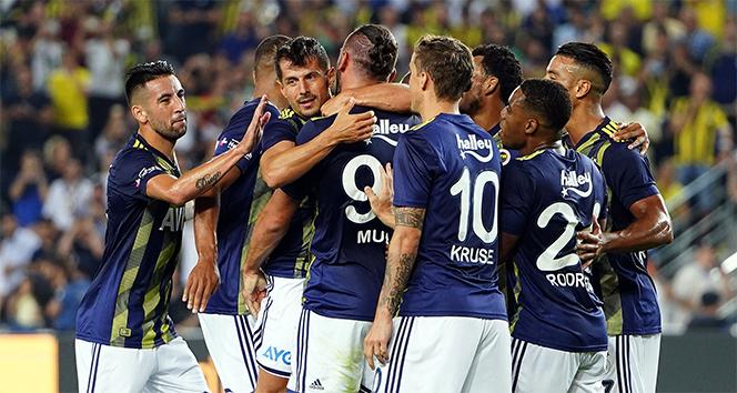 Fenerbahçe, Başakşehir'e karşı 10'a 9 üstün