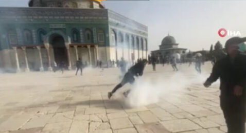 Mescid-i Aksa'da saldırı devam ediyor: En az 200 yaralı