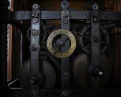 Bu saat 222 yıldır çalışıyor