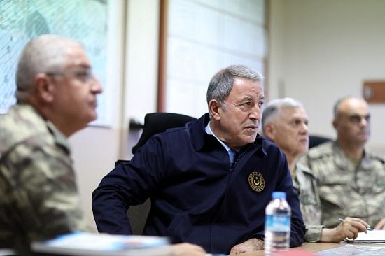 Bakan Akar'dan sınırın sıfır noktasındaki birliklere ziyaret