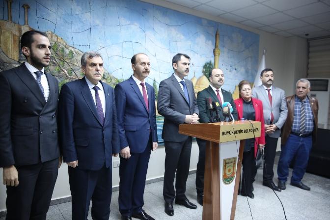 Şanlıurfa'ya gelen Bakan Kurum, Büyükşehir Belediyesini ziyaret etti