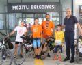 Bisikletle Göbeklitepe'ye doğru yola çıkan aile, Mezitli'de mola verdi