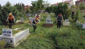 Büyükşehir'den mezarlıklara bayram temizliği