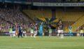 Fenerbahçeli futbolcular tribünleri alkışladı