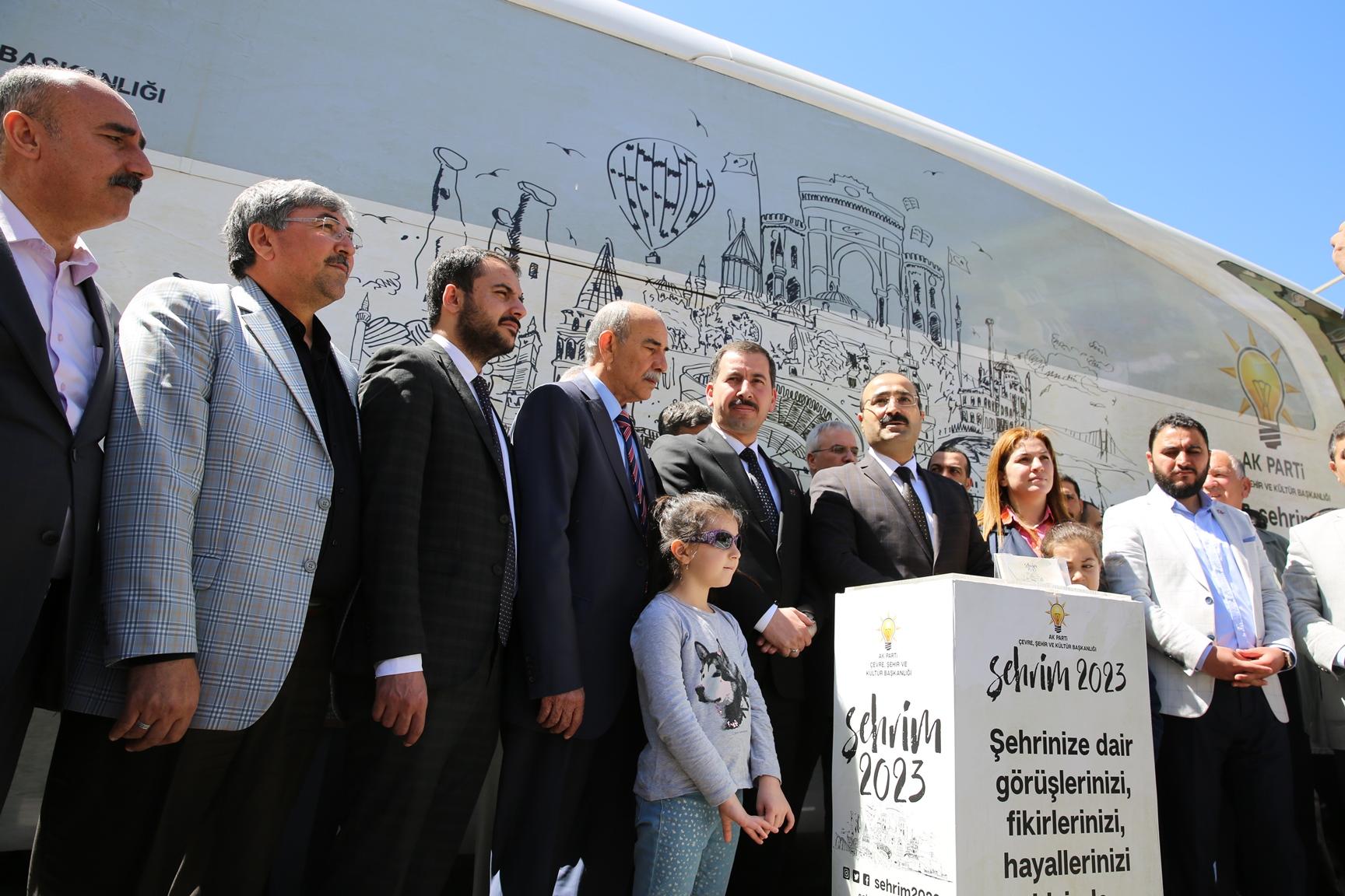 """""""Şehrim 2023"""" otobüsü Karaköprü'de"""