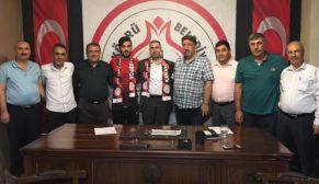Karaköprü Belediyespor gençleri ile sözleşme yeniledi