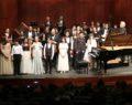 Sahne genç solistlerin
