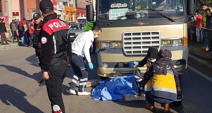 Yolcu minibüsünün çarpıp metrelerce süreklediği yaşlı kadın öldü