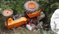 Traktör 3 metre yükseklikten bahçeye uçtu, çok sayıda yaralı var