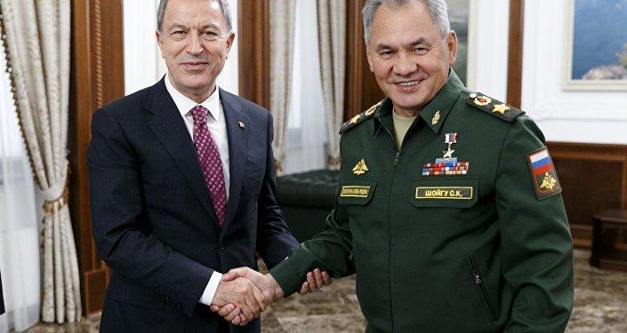 Bakan Akar, Mevkidaşı Sergey Şoygu ile görüştü