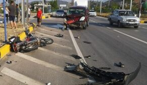 Kamyonet ile motosiklet çarpıştı: 1 ölü
