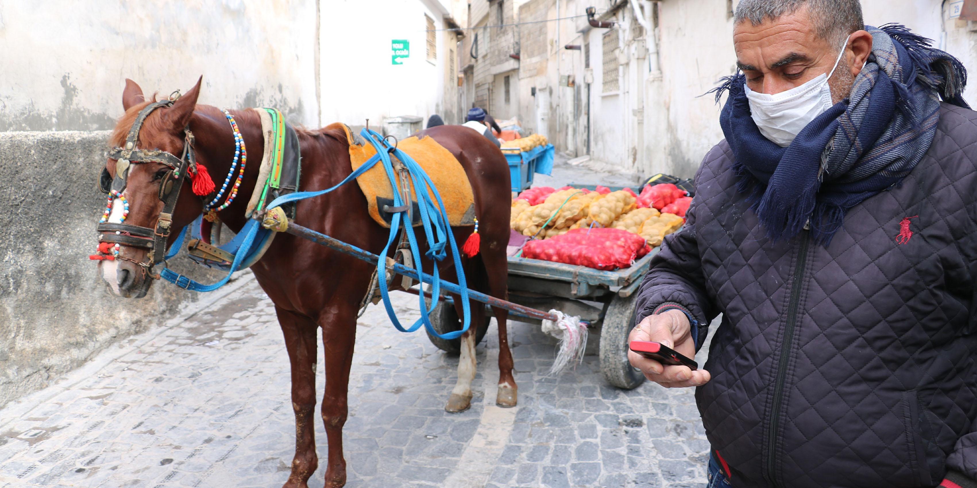 4 çocuk babası 40 yıldır at üstünde çalışıyor