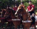 Atlı polisler vatandaşları uyardı