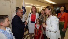 Dünya çocukları Büyükşehir Belediyesi'ni ziyaret etti