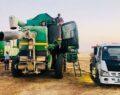 Şanlıurfa'da biçerdöverlerin yakıtları tarlalarda dolduruluyor