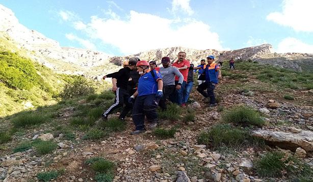 Kayalıklardan düştü ekipler seferber oldu