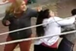 Bir erkeği sokak ortasında evire çevire dövdüler