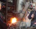 Ramazanda 70 derece sıcaklıkta ailesinin geçimini sağlıyor