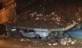 Duvar çöktü: 4 araç enkaz altında kaldı