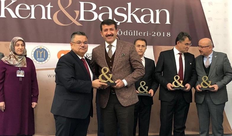 """Ekinci'ye """"yılın belediye başkanı"""" ödülü"""