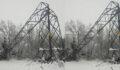 Kar yağışı nedeniyle elektrik direkleri devrildi