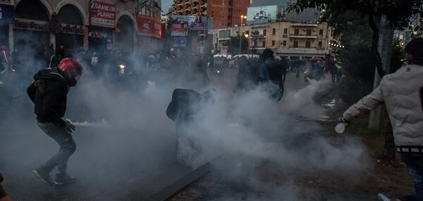 Sokağa çıkma yasağı protestoları: 102 yaralı