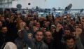 Fabrika işçileri ayakta
