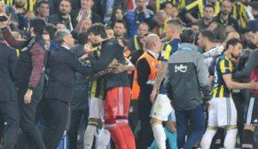 Fenerbahçe-Beşiktaş maçı yarıda kaldı