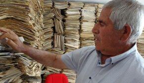 Yıllardır okuduğu gazeteleri arşivliyor