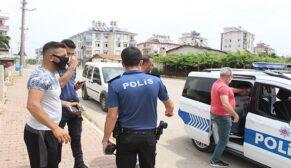 Kadın hırsızlar ev sahibine yakalandı