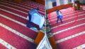 Camide kefen beziyle hırsızlık kamerada