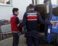 Jandarma oto hırsızını enseledi