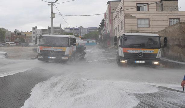 Şanlıurfa'da sokaklar ve caddeler dezenfekte ediliyor