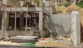 Ağır yaralanan inşaat işçisi hayatını kaybetti