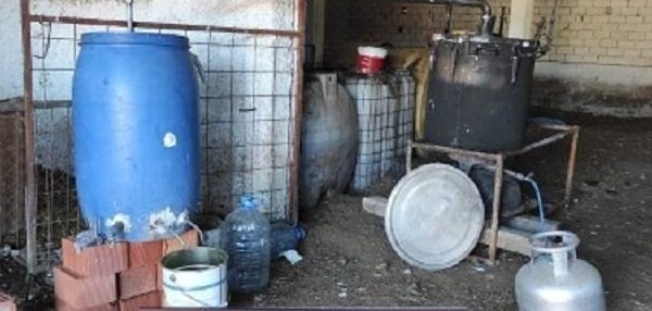 Kaçak alkol ve kenevir imalathanesine operasyon
