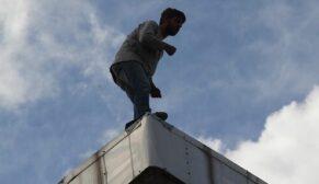 Banka çatısında intihar girişimi