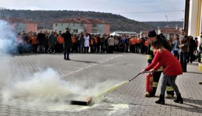 İtfaiyeden öğrencilere 'yangın' eğitimi