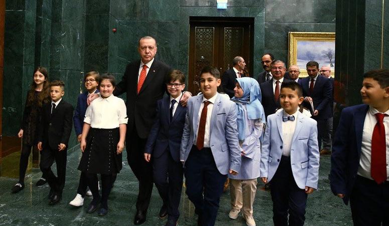 Cumhurbaşkanı Erdoğan, 23 Nisan Çocuklarını Cumhurbaşkanlığı Külliyesinde kabul etti